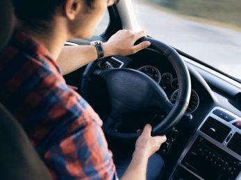 conducir un coche de renting